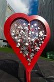 Harten die aan een hart worden gespeld Stock Foto
