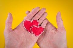 Harten in handen stock fotografie