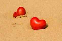 Harten in het zand stock foto's