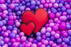 Harten op colorfullachtergrond Stock Foto's
