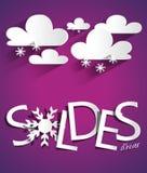Harter Rabatt-Winterschlussverkauf mit Wolken und Snowflak Lizenzfreies Stockbild