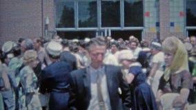 HARTFORD, CONN. 1967 : Obtention d'un diplôme d'études secondaires en dehors de célébration banque de vidéos