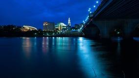 Hartford Connecticut en el paisaje urbano y la puesta del sol hermosos de la oscuridad fotos de archivo libres de regalías