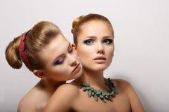 Hartstocht. Wens. Paar van Hartelijke Jonge Vrouwen. Fondness Stock Fotografie