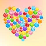 Hartvorm die van glanzende zoete veelkleurige suikergoedlollys wordt gemaakt Stock Afbeeldingen