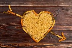 Hartvorm en pijl van macaroni royalty-vrije stock afbeelding