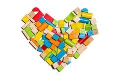 Hartvorm van kleuren houten blokken dat wordt gemaakt Stock Foto