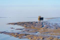 HARTY海岛, KENT/UK - 1月17日:一条老小船的看法在的 库存照片