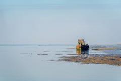 HARTY海岛, KENT/UK - 1月17日:一条老小船的看法在的 免版税库存照片