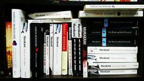 Haruki Murakami-bibliotheek in Thailand stock foto