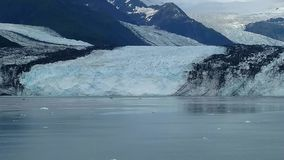 Harvard lodowa szkoły wyższej Fjord Alaska Harvard ręka z śniegi Zakrywającymi Halnymi szczytami i spokojny ocean spokojny z góra fotografia royalty free