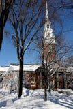 Harvarduniversitetet minnesmärkekyrka i vinter Arkivbild