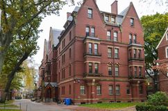 Harvarduniversitetetbyggnaden i Cambridge, Massachusetts, USA royaltyfri bild