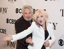 Harvey Fierstein en Cyndi Lauper Stock Foto's