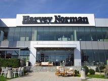Harvey Norman-opslagteken op een gebouw stock afbeelding