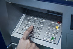 Hasło kodu ochrony ręka na guzik liczby bankowości systemu bezpieczeństwa Fotografia Stock