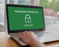 Hasło ochraniający pojęcie na laptopie obraz royalty free