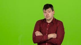 Hasardspelaren är nervös och bekymrad på grund av lekarna grön skärm arkivfilmer