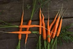 Haschtag geformt von den frischen Karotten lizenzfreies stockbild