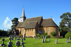 Hascombe-Dorf-Kirche u. Friedhof, Surrey, Großbritannien Lizenzfreies Stockfoto