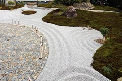 Hase-dera或Hase-Kannon寺庙的日本禅宗庭院compl 免版税库存照片