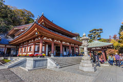 Hasedera tempel i KamakuraKAMAKURA, JAPAN - NOVEMBER 24: Hase Arkivbild