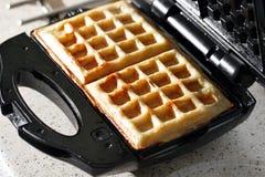 Hash - brązy robić w gofra producenta kuchennym kilofie Obrazy Royalty Free