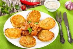 Hash - Browns με το τηγανισμένα κρέας και το κρεμμύδι Στοκ φωτογραφία με δικαίωμα ελεύθερης χρήσης