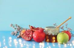 Hashanah de Rosh & x28; holiday& judaico x29 do ano novo; conceito Símbolos tradicionais foto de stock