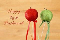 Hashanah de Rosh y x28; holiday& x29 del Año Nuevo del jewesh; concepto - manzana sobre fondo de madera Símbolo tradicional Imágenes de archivo libres de regalías