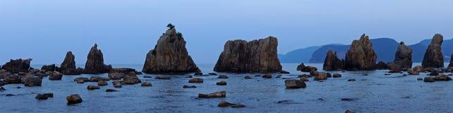 Hashigui skały blisko Kushimoto, Japonia fotografia stock