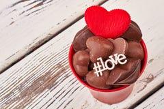 Hashtag d'amour et coeur rouge Images stock
