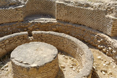 Hasmonean宫殿废墟在犹太沙漠。 免版税库存照片