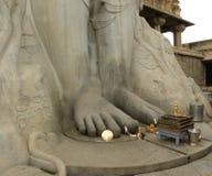 Hassan Karnataka, Indien - September 12, 2009 fot av den forntida Gommateshwara Bahubali statyn Arkivfoton