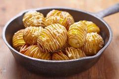 Hasselback Kartoffeln Lizenzfreie Stockbilder