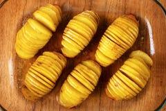 Hasselback Kartoffeln Stockfotos