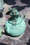 Hasselmus i kulör mässingstekanna för jade arkivfoto