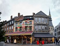 Hasselt, België - 2017, 23 December: Restaurants in het belangrijkste vierkant van de stad van Hasselt in België royalty-vrije stock afbeelding