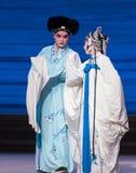 """Hasta la desintegración pasada del acto del momento- séptimo del  blanco de Opera""""Madame Snake†de las familias-Kunqu Foto de archivo"""