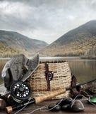 Haste de mosca com cesto e equipamento na madeira Imagens de Stock Royalty Free