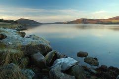 hastig fjordvinter för skymning Arkivbilder