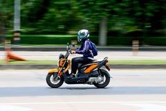 Hastighet i all hast på Km 1 Ramintra väg Royaltyfri Foto