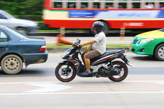 Hastighet i all hast på Km 1 Ramintra väg Arkivbilder
