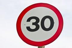 Hastighetsbegränsning 30 Arkivbild