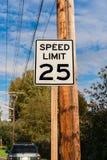 Hastighetsbegränsningsignage Fotografering för Bildbyråer