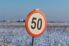Hastighetsbegränsningtecken 50 Royaltyfri Fotografi