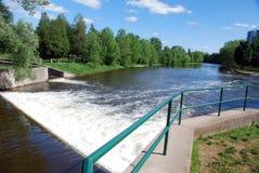 Hastighetsflodfördämningen, Guelph, PÅ Royaltyfria Bilder
