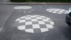 Hastighetsknöl för säkerhet på vägen Royaltyfri Foto