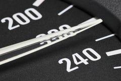 Hastighetsmätare på km/tim 230 Royaltyfri Foto