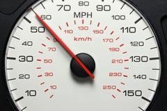Hastighetsmätare på 55 MPH Arkivbilder